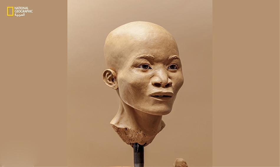نايا هو الاسم الذي أُطلق على الفتاة من قبل الغواصين الذين عثروا على عظامها. وتُظهر عملية إعادة تركيب وجهها أن الأميركيين الأوائل لا يشبهون كثيراً الأميركيين الأصليين (هنود أميركا) الذين أتوا بعدهم، رغم أن الأدلة الوراثية تؤكد انتسابهم جميعاً لسلف مشترك.