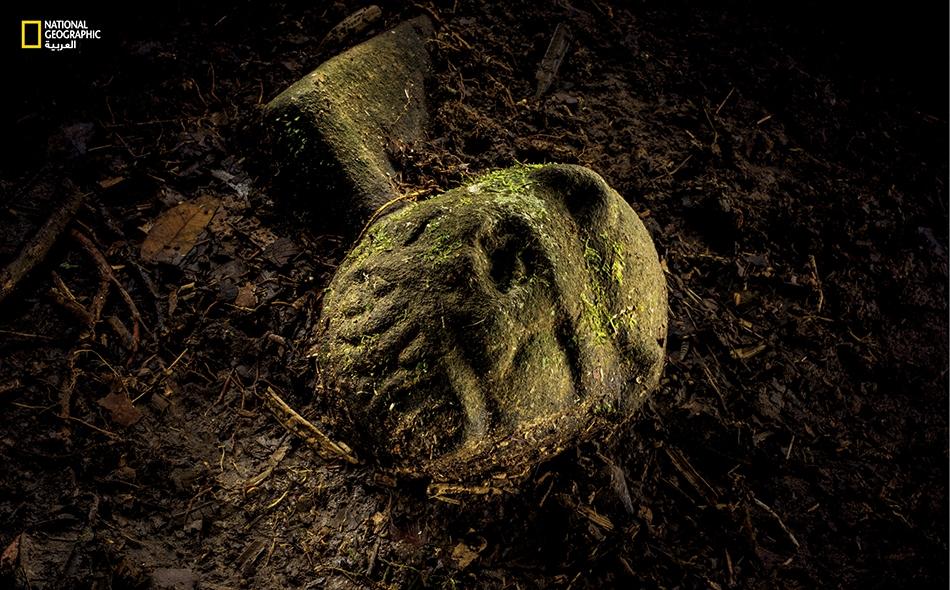 من بين القطع الأثرية التي عُثر عليها، قناعٌ منحوت بحجم قبضة الكف، نصفه يحمل صورة يغور والنصف الآخر صورة إنسان. ومن الممكن أن تسفر عمليات التنقيب في الموقع عن وجود مؤشرات على حضارة قديمة لا يُعرف عنها إلا القليل حتى إنها لا تحمل أي مُسمَّى.