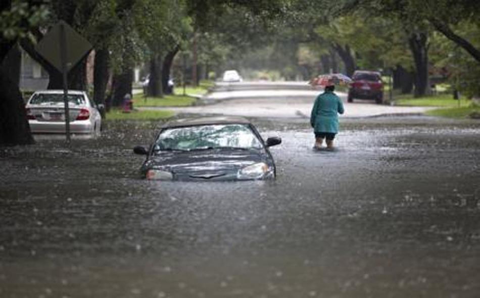 أدت الفيضانات إلى إغلاق المدارس والمكاتب الحكومية