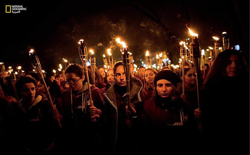 """يتصادف يوم 24 أبريل 2015 مع الذكرى المئوية لبداية المجازر ضد الأرمن، التي يصفها كثير من المؤرخين بأول إبادة جماعية في العصر الحديث. انضمت حشود إلى مسيرة المشاعل عبر العاصمة الأرمنية """"يريفان"""" تكريماً لذكرى الضحايا."""