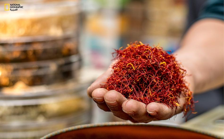 يقارب سعر كيلوجرام الزعفران 2700 دولار أميركي؛ ويتطلب جمع هذا القدر من الميسم الثمين قرابة 130 ألف زهرة.