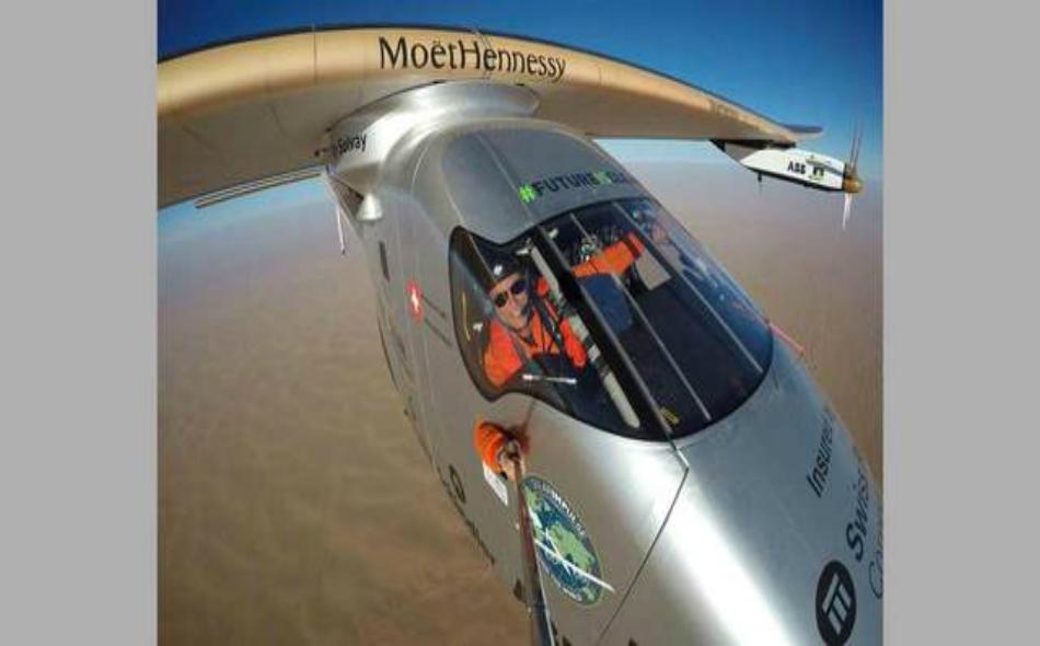 """الطائرة الشمسية """"سولار إمبلس2""""."""