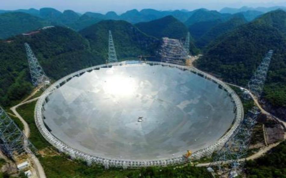 التلسكوب الصيني العملاق (فاست) في إقليم قويتشو.