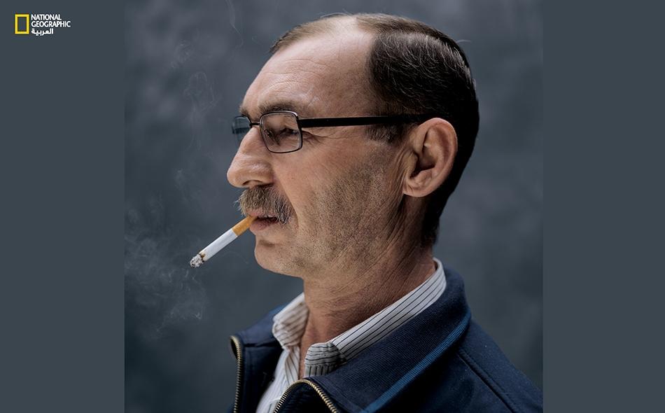 """يصف """"أكرم كوجر"""" (53 عاماً) ألمانيا قائلاً: """"يعيش الناس هنا بحريّة حقيقية، وهذا أمر أراه رأي العين ويسعدني"""". ترك كوجر -السوري الكردي الأصل- وطنه ومعمل الجينز الذي كان يمتلكه، معللاً ذلك بأن """"عائلتي كانت مهدّدة. فابني كان مجنّداً، وبالتالي كان لابد أن..."""