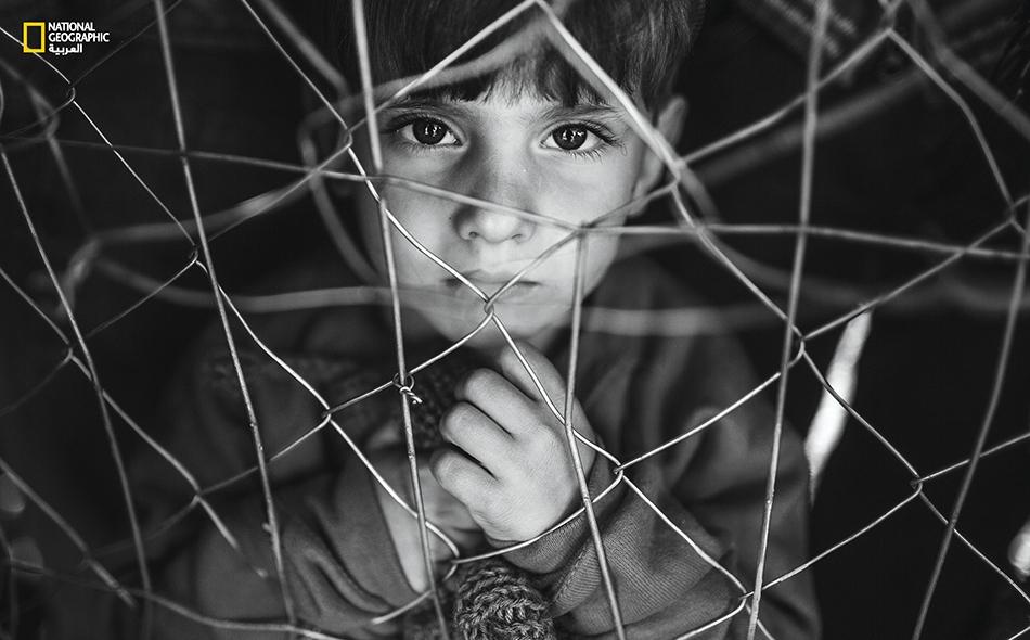 ما أقسى أن تكون طفلاً سورياً في هذه الأيام. يعاني الأطفال اللاجئون مشكلات عديدة أهمها الحالة النفسية المضطربة، نتيجة أهوال الحرب وعدم الاستقرار.