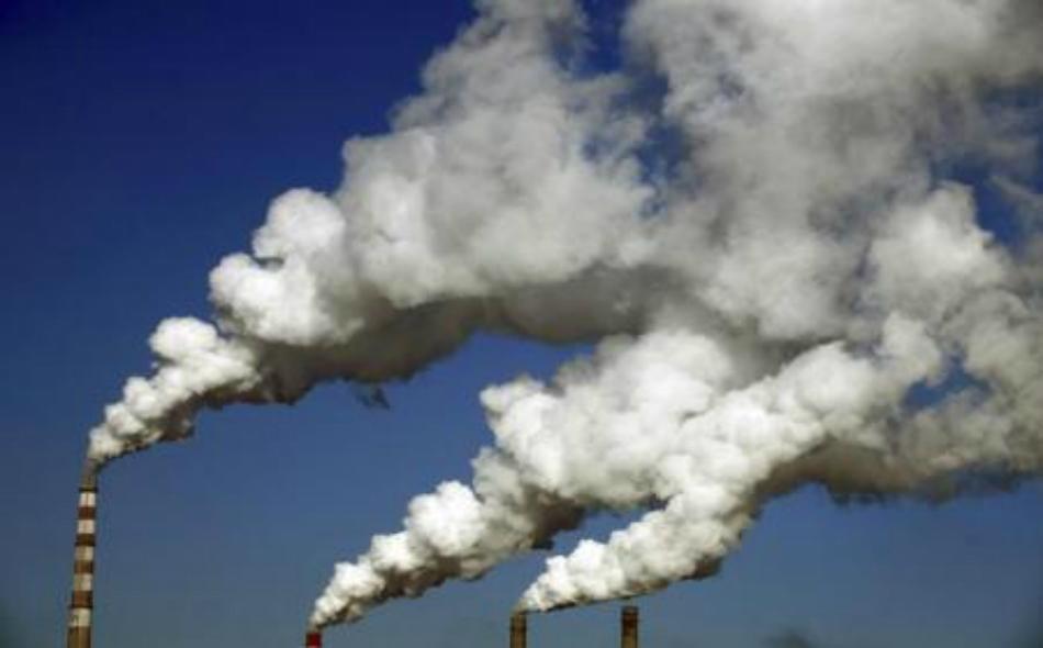 دخان محطة للطاقة في الصين.