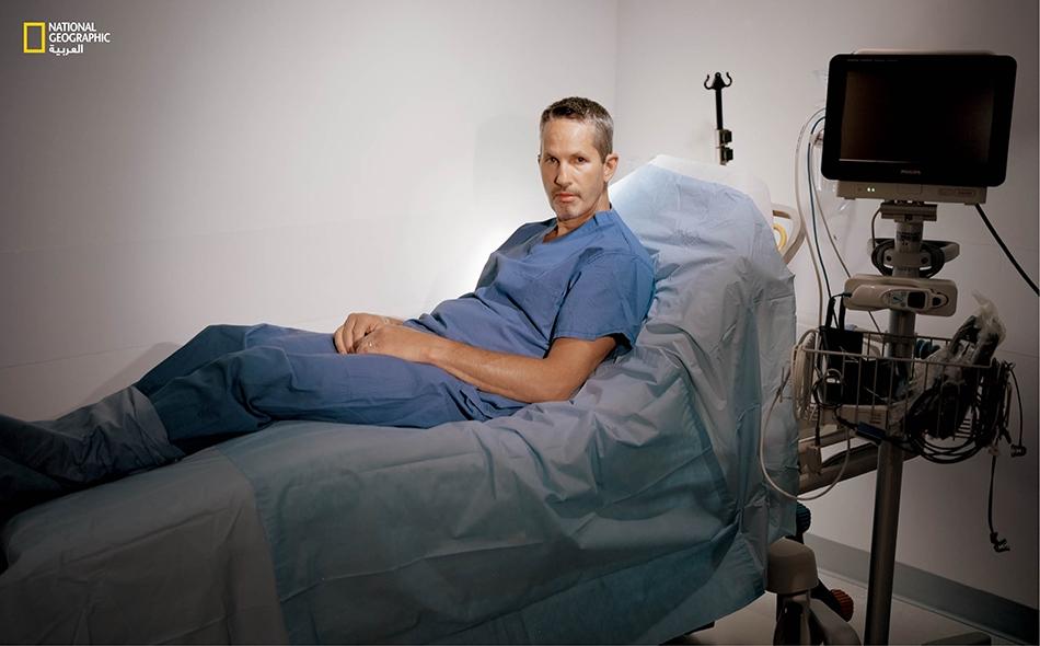 """كان """"مايك بوليتيتش"""" يظنّ، خلال تجربة أجريت عليه لدى جامعة ستانفورد، أنه قد خضع لعمليةٍ للتخفيف من أعراض مرض باركنسون الذي كان مصاباً به. لكنه كان قد تلقّى في الواقع جراحة زائفة.. ومع هذا فقد شعر بتحسّن كبير نتيجة لذلك."""