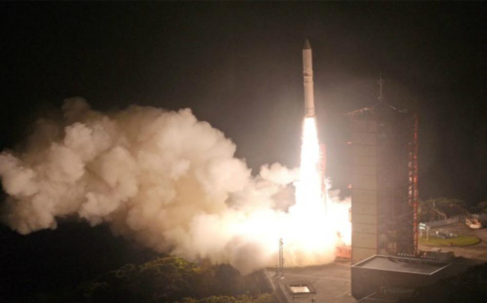 """لحظة إطلاق الصاروخ """"ابسيلون"""". رويترز"""