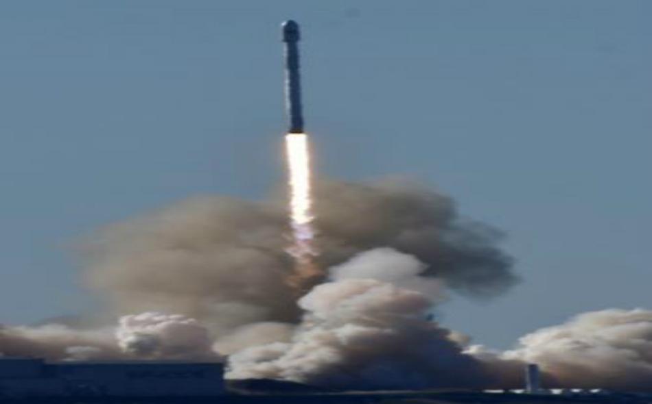 صاروخ فالكون من إنتاج شركة سبيس إكس أثناء انطلاقه من قاعدة بولاية كاليفورنيا الأميركية يوم السبت. الصورة: جيني بليفنس.