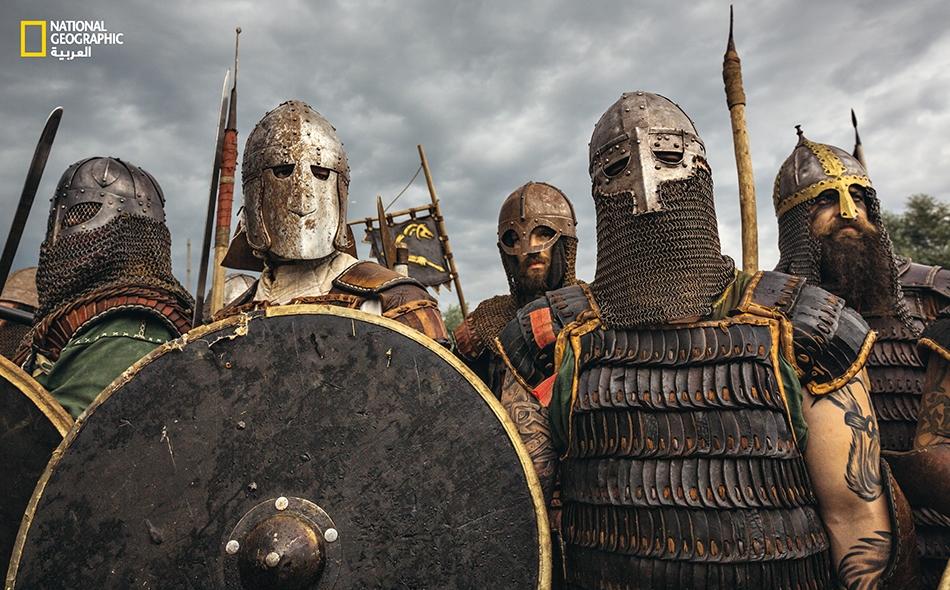 رجال في بولندا يلبسون الدروع استعداداً للاشتباك المباشر بالعدو في إعادة تمثيل للماضي. كان صيت العنف الذي اقترن باسم الفايكينغ مستحقاً.
