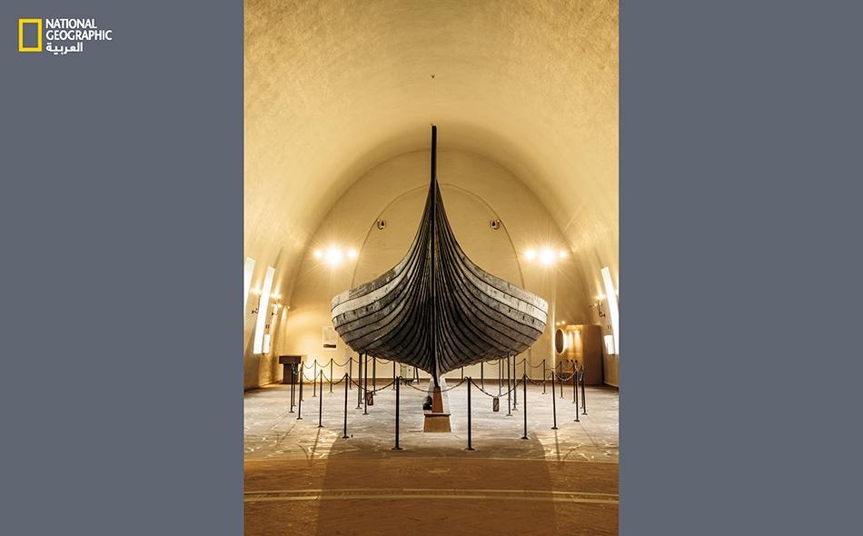 """كان للمراكب الخشبية الرشيقة مثل سفينة """"غوكستاد"""" دور رئيس في نجاح الغزاة الفايكينغ وتجّارهم. يعود بناء هذه السفينة إلى القرن التاسع."""