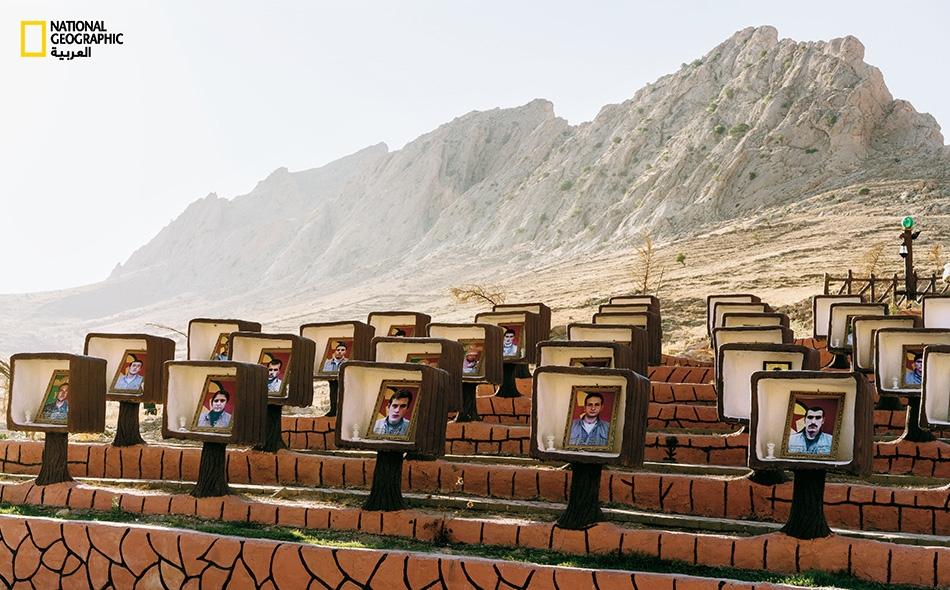 """جبل """"سنجار"""" هو موطن الإيزيديين الذين كان ينظر إليهم تنظيم داعش بازدراء كبير وارتكب في حقهم أعمالا فظيعة، بسبب ديانتهم المستمدة من ديانات مختلفة."""