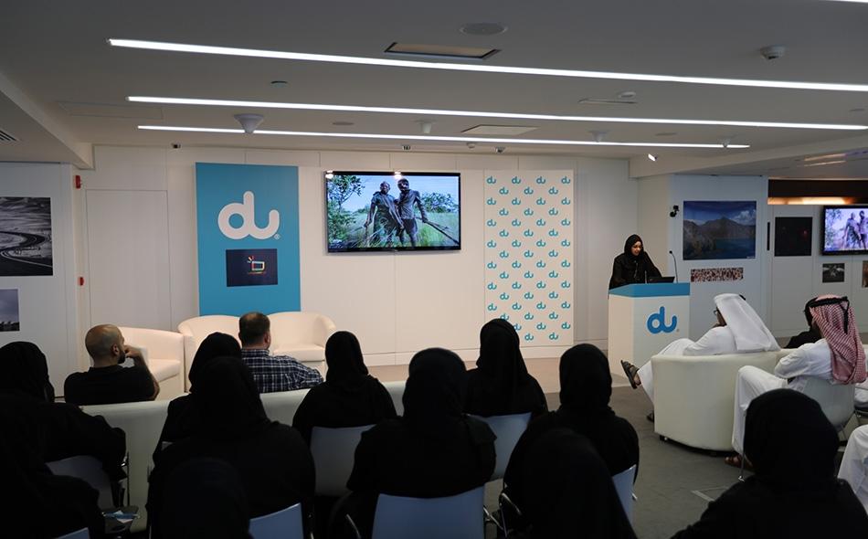 جانب من الحضور خلال استماعهم لشرح حول محتوى ناشيونال جيوغرافيك العربية.