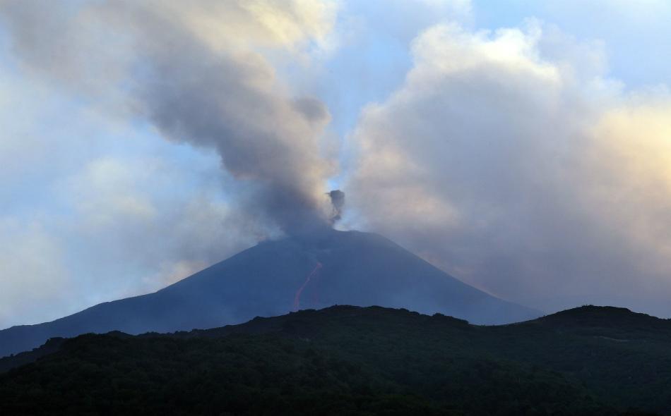يُعد بركان جبل إتنا واحداً من أنشط البراكين في العالم.
