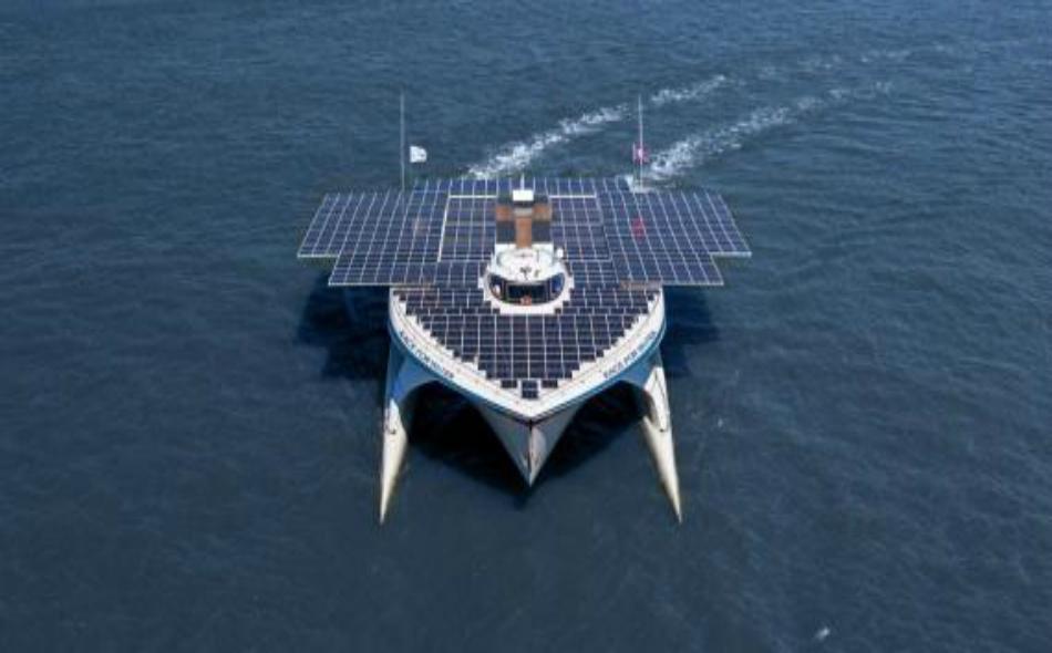 """سيجوب قارب """"رايس فور ووتر"""" العالم بهدف التوعية بمخاطر التلوث في المحيطات الناجم عن النفايات البلاستيكية، في مهمة استكشافية خمس سنوات."""
