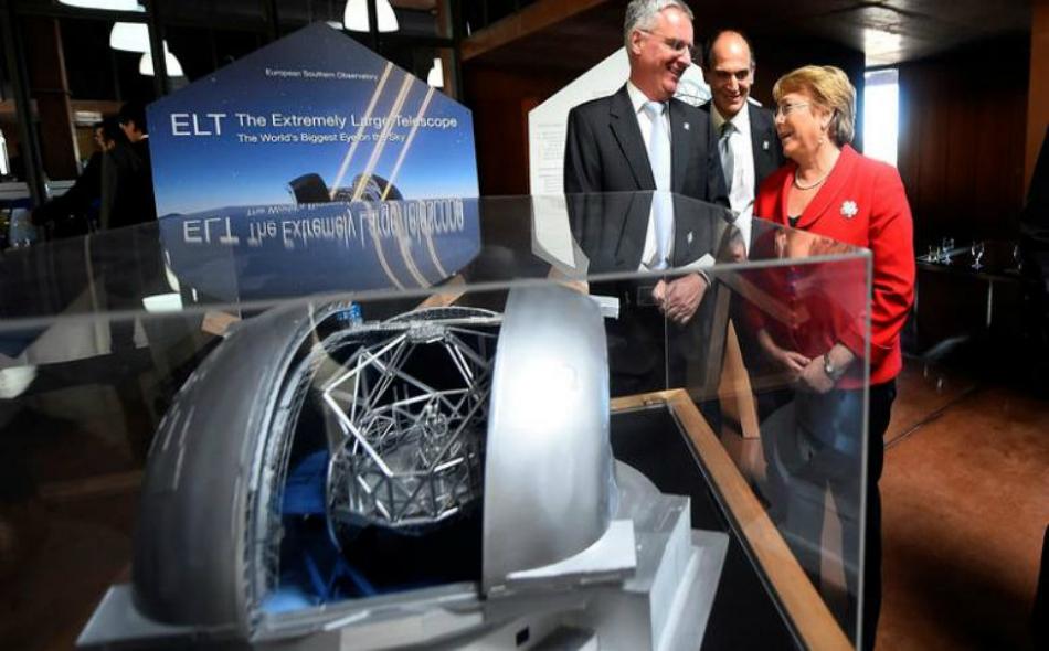"""ميشيل باشيليت -رئيسة تشيلي – خلال مشاركتها في حفل بدء إنشاء """"التلسكوب الأوروبي العملاق"""" في صحراء أتاكاما. الصورة: Euronews"""