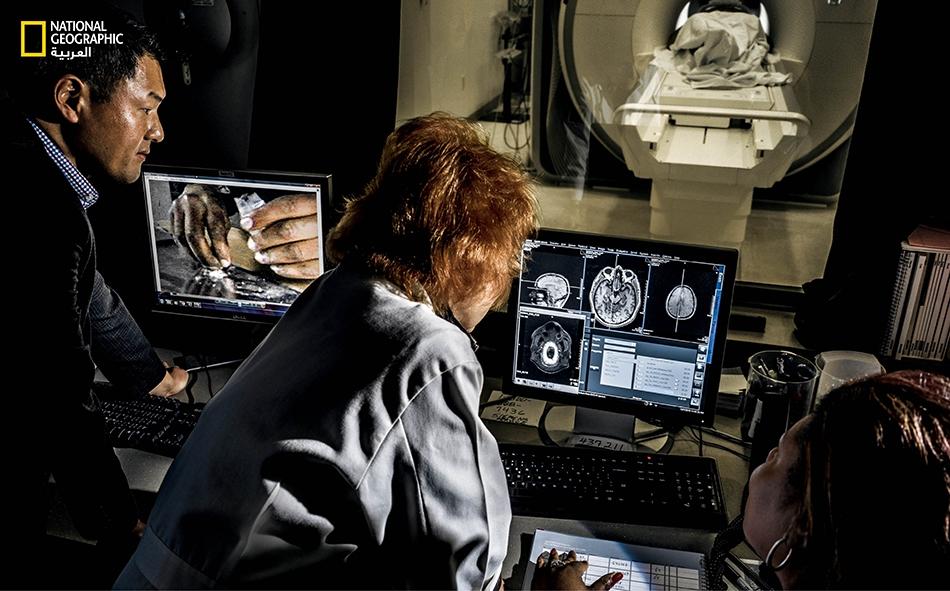 """تَدرس """"آنا روز تشيلدريس"""" -عالمة متخصصّة بعلم الأعصاب السريري، وبروفيسورة لدى """"جامعة بنسلفانيا""""-كيف أن الإشارات التنبيهية للمخدرات في العقل الباطن تثير نظام المكافآت في الدماغ وتسهم في الانتكاسات التي تحدث بعد توقيف الإدمان، وذلك بتحليلها الصور..."""