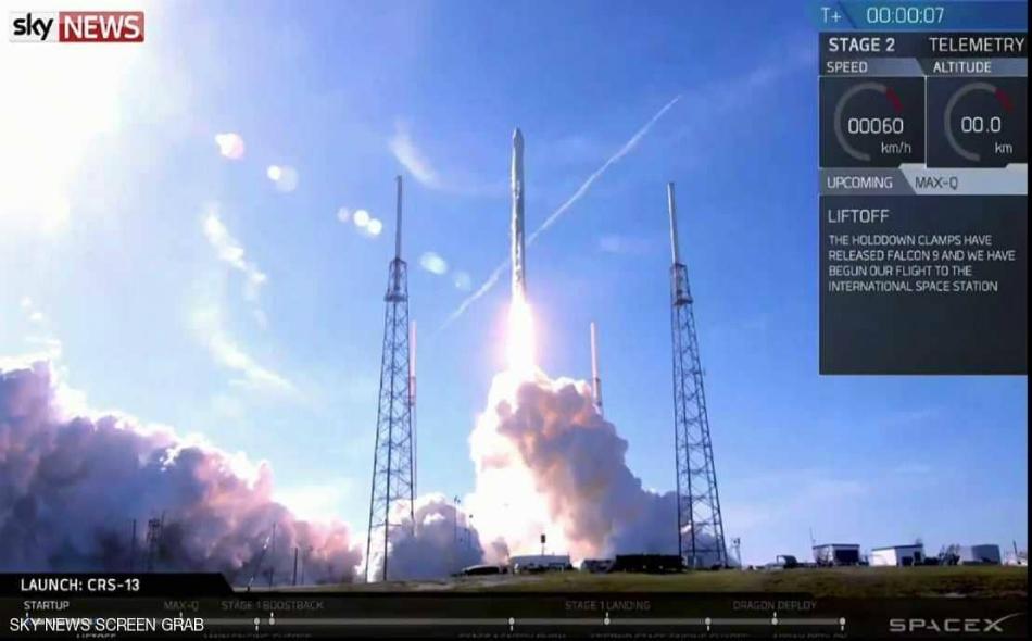 """أطلقت الشركة عبر الصاروخ المستعمل مركبة شحن غير مأهولة من طراز """"دراغون"""" إلى محطة الفضاء الدولية لتزويد الرواد المقيمين فيها بالمؤن والمعدات اللازمة."""