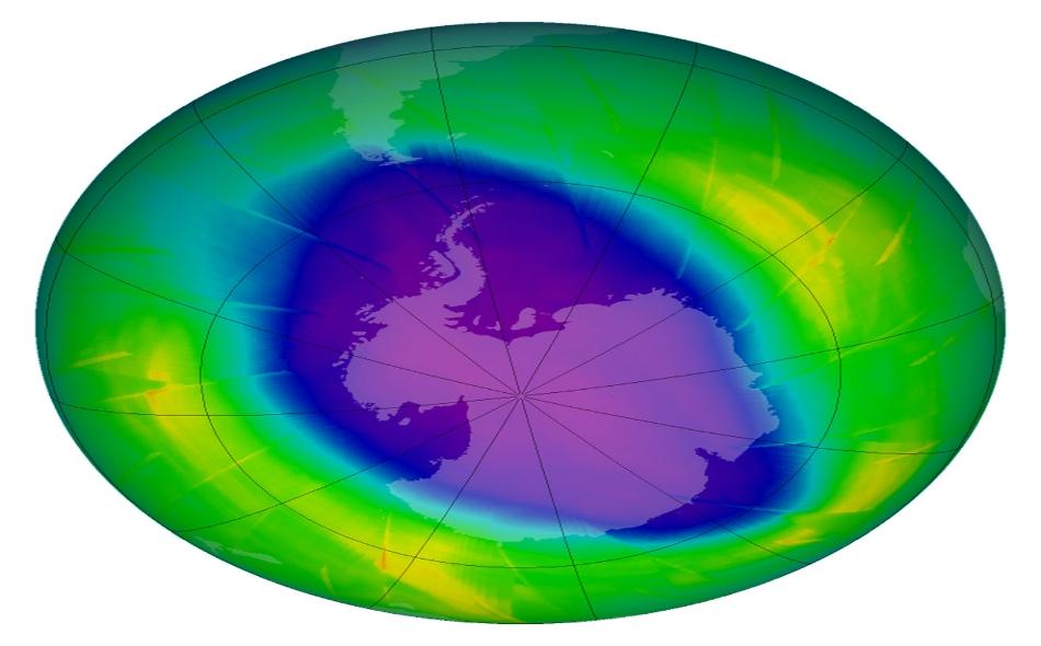 تؤكد صور جرى التقاطها عبر الأقمار الصناعية العام الماضي إحراز البشرية تقدما، إذ لوحظ تراجع سريع لمستويات الكلورين في الغلاف الجوي للأرض. الصورة: NASA.