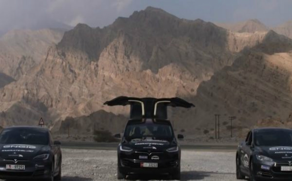 من المقرر أن تقطع قافلة السيارات الكهربائية مسافة 1217 كيلومتر، انطلاقًا من إمارة أبوظبي ووصولاً إلى سلسلة جبال سلطنة عُمان.