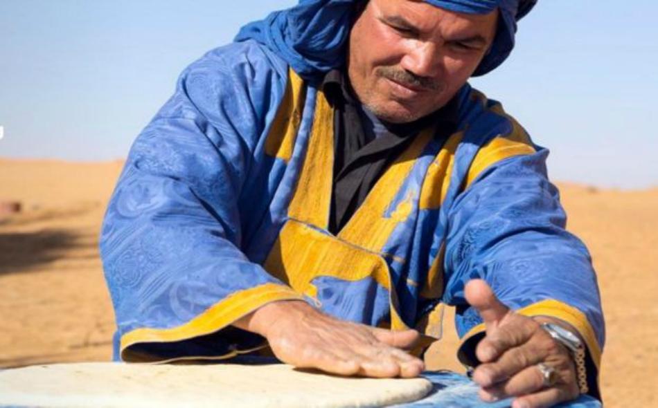 تشكل منطقة الصحراء في المغرب موطناً لأساليب طهي عتيقة من شأنها تمكين الأمازيغ من البقاء على قيد الحياة في بيئات غير مواتية وذات طبيعة قاسية.