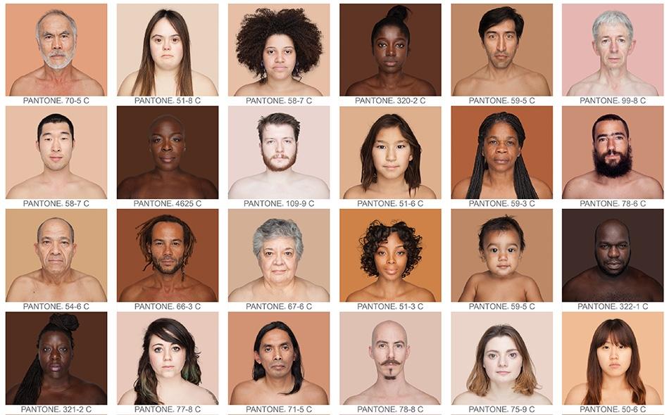 """""""أعتقد كل الاعتقاد بألّا وجود لأسود وأبيض""""، هكذا تقول المصورة الفوتوغرافية """"أنجليكا داس""""، التي عكفت طيلة ستة أعوام على مطابقة الدرجات اللونية لبشرة آلاف الأشخاص مع الدرجات اللونية في بطاقات ألوان قياسية. أما غايتها فهي تبيان أن التصنيفات العرقية مسألة..."""