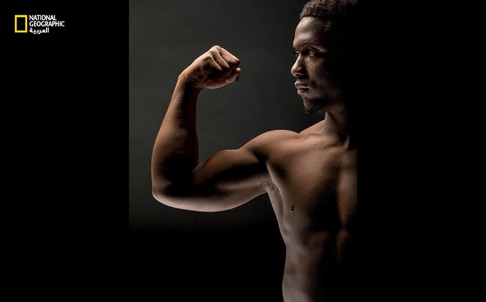 """حافظ الربَّاع """"سي. جاي. كامينغز"""" -البالغ من العمر 18 عاماً- على لقبه خلال """"بطولة العالم للشباب"""" لعام 2017، حيث حطم رقمه القياسي العالمي في """"رفعة النتر"""" بحمله 185 كيلوجراماً."""