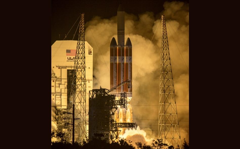 """في مهمة تستمر مدة سبع سنوات ستدخل مركبة """"مسبار باركر الشمسي"""" الهالة الشمسية لتصبح على بعد 6.1 مليون كيلومتر من سطح الشمس، وهي مسافة أقرب سبع مرات مما وصلت إليه أي مركبة فضائية أخرى. الصورة: NASA/Bill Ingalls"""