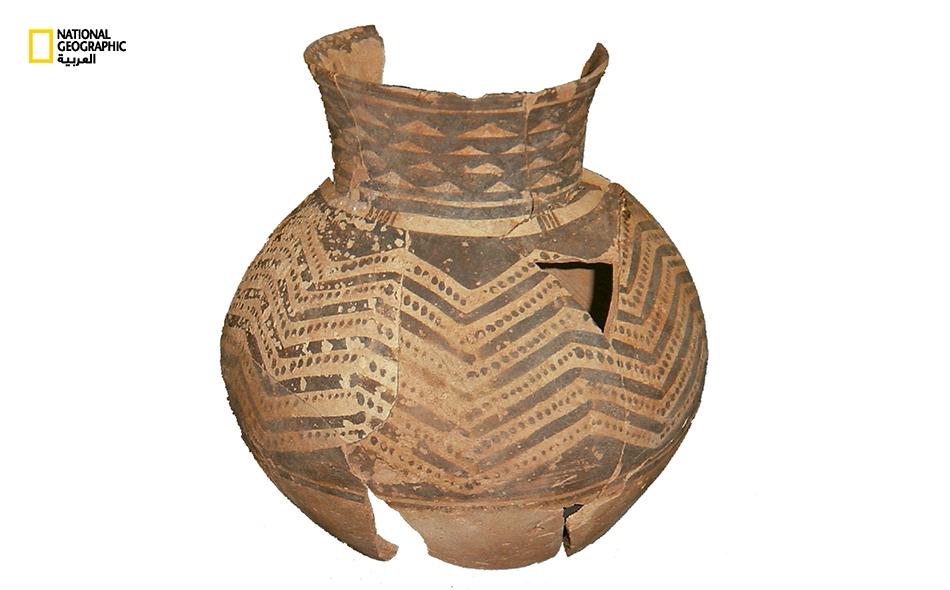 """تموج جزيرة """"مروح"""" بالكنوز الأثرية، منها """"جرة العُبيد"""" المكتشفة عام 2004، ويعود تاريخها إلى العصر الحجري الحديث؛ وهي معروضة بـ""""متحف اللوفر"""" في أبوظبي ."""