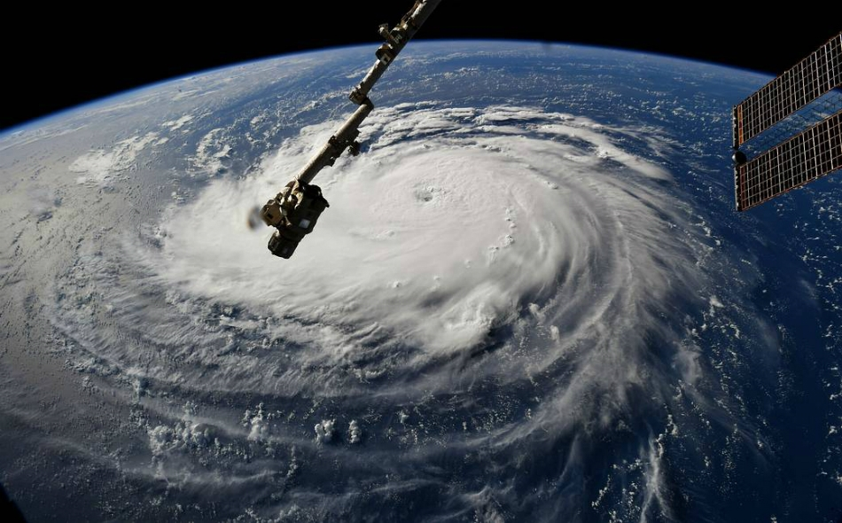 """صور التقطت من """"محطة الفضاء الدولية"""" تظهر مسار الإعصار """"فلورنس"""" في المحيط الأطلسي. المصدر: NASA"""
