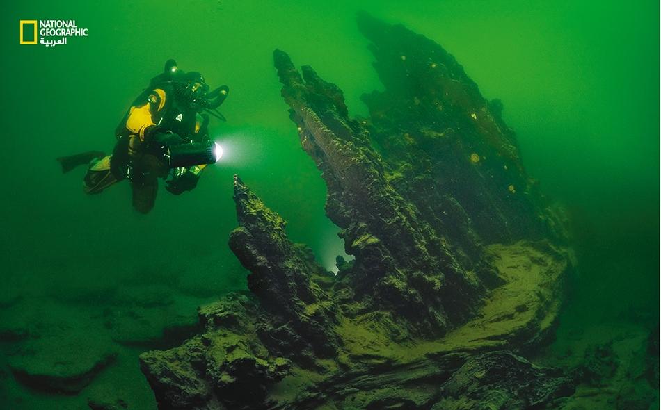 يوجد تحت سطح منتزه يلوستون الوطني عالم خفي قلَّما يراه الزوار.. يتخذ شكل تكوينات جيولوجية قديمة وشاهقة.