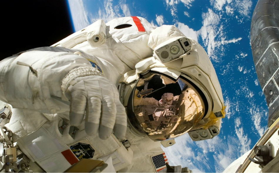 قارن باحثون معدلات الوفاة بين رواد الفضاء الذكور ولاعبي كرة السلة والبيسبول المحترفين في الفترة ما بين 1960 ومنتصف العام الحالي. وتبين أن كل من رواد الفضاء والرياضيين تقل احتمالات تعرضهم للموت المبكر عن غيرهم. الصورة: WikiImages/Pixabay