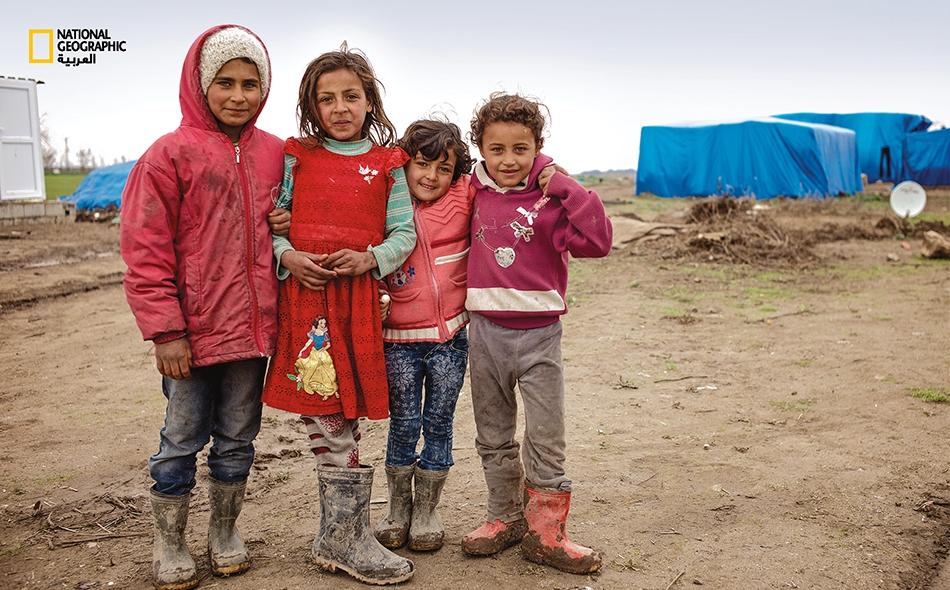 رغم الظروف الصعبة التي تحيط بهؤلاء الصديقات (نسرين وآية وميادة ودعاء)، فإنهن يحرصن على اللقاء اليومي للعب واللهو في ساحة المخيم.