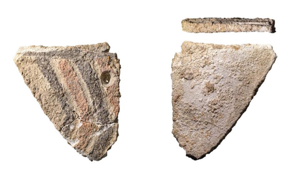 شملت الاكتشافات الأخرى في الجزيرة العديد من شظايا الأواني الفخارية، والخرز المصنوع من الحجر والمحار، والأصداف البحرية، وعظام الأسماك، وعظام ثدييات مثل الغزال وبقر البحر، وعظام الدلافين.