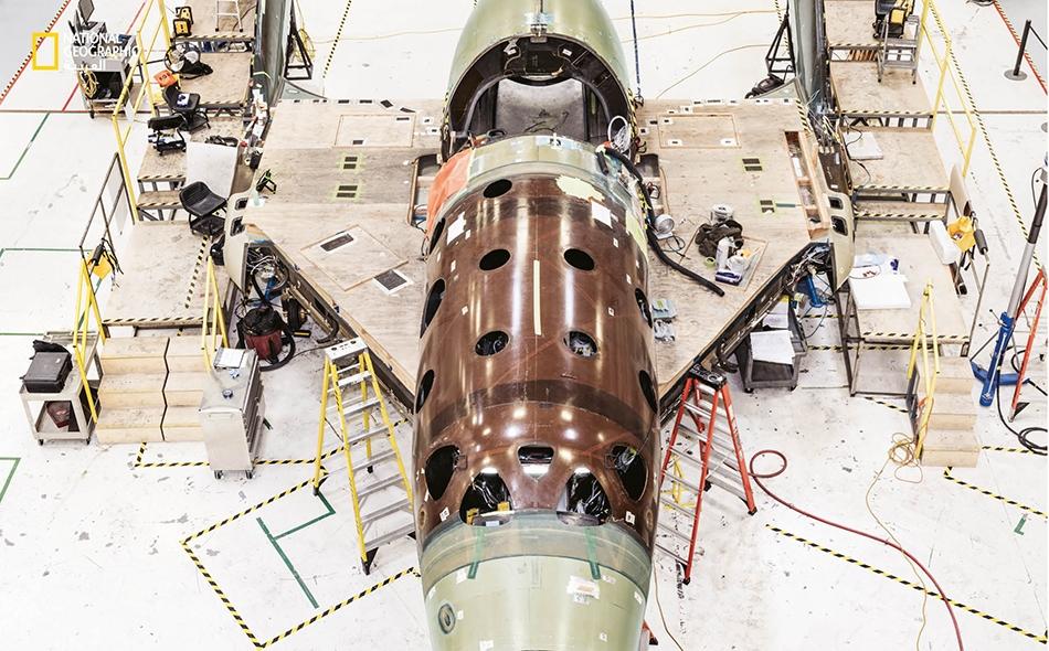 """بلغت مركبة """"في. إس. إس. يونيتي"""" التابعة لشركة """"فيرجين غالاكتيك"""" -المعروضة هنا في الصورة عام -2015 ارتفاعا زاد على 80 كيلومترا، أيْ المسافة التي تعدها وكالة """"ناسا"""" بداية الفضاء."""