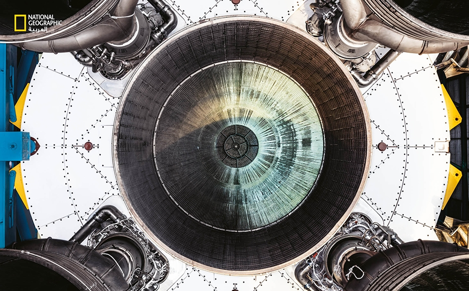 """شغّلت خمسةُ محركات على شكل جرس المرحلة التمهيدية من صاروخ """"ساتورن 5″، الذي أطلق جل بعثات """"أبولو"""" خارج مدار الأرض، وحمل رواد الفضاء في نهاية المطاف إلى القمر. تُــولّد المحركات الخمسة مجتمِعة قدرًا من الطاقة يفوق ما ينتجه """"سد هوفر"""" الأميركي بواقع 85 مرة."""