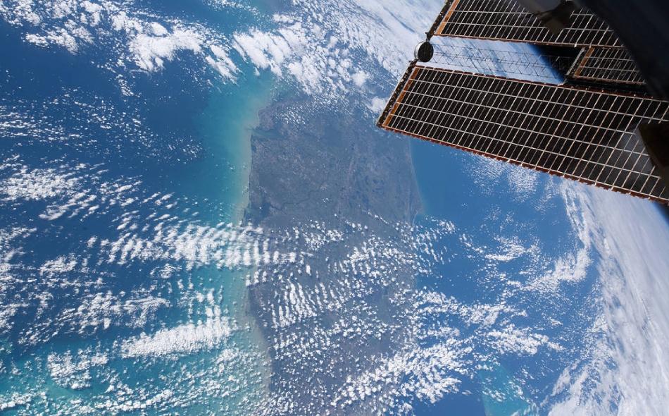 قالت ناسا إنها ستسمح بما يصل إلى رحلتين خاصتين لمحطة الفضاء الدولية في العام، كل منها تدوم 30 يوما. ولكن الرحلة لن تكون بمبلغ زهيد على الإطلاق، إذ قدرت ناسا تكلفة الرحلة بنحو 50 مليون دولار للمقعد الواحد، وإضافة إلى ذلك سوف يدفع الزوار لناسا مقابل...