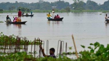 اجتاحت الأمطار الموسمية مناطق عدة في جنوب آسيا منذ الأسبوع الماضي مما أسفر عن مقتل 119 شخصا على الأقل، وأجبر أكثر من خمسة ملايين شخص على الفرار من ديارهم في الهند ونيبال وبنغلادش. وكذلك غمرت مياه الفيضانات أجزاء من باكستان. الصورة: Associated Press