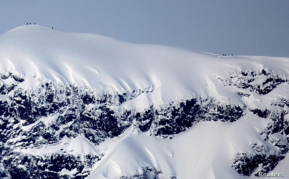 """على مدى الـ 50 عاما الماضية، فقدت القمة الجنوبية لجبل """"كيبنيكايسي"""" 24 مترا مما يقدر بنحو 60 مترا من غطائها الجليدي. وأصبح ارتفاعها الآن 2095.6 متر، أما ارتفاع القمة الشمالية للجبل فهو 2096.8 متر."""
