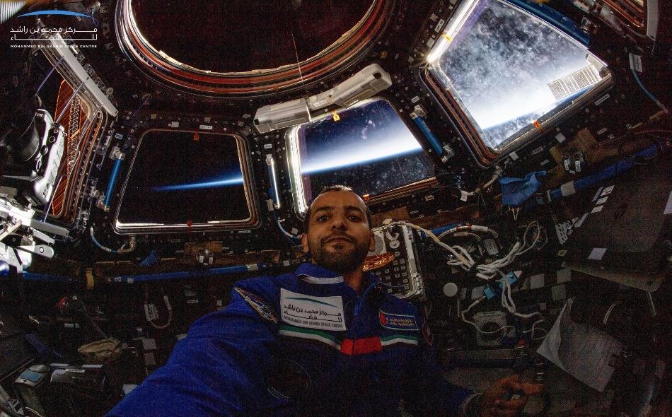 """يغادر رائد الفضاء الإماراتي """"هزاع المنصوري"""" محطة الفضاء الدولية على متن مركبة """"سويوز إم إس 12"""" متوجهًا إلى الأرض عند الساعة 11:35 صباحًا، ومن المتوقع أن تهبط المركبة في كازاخستان عند الساعة 2:59 مساء بتوقيت دولة الإمارات."""