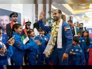 هزاع المنصوري: مع بداية مهمتي في الفضاء لم أكن أشعر بأنني أمثل وطني فحسب، وإنما كنت أمثل الوطن العربي بأسره، ولذلك أقول للأجيال الجديدة، هذه مجرد بداية لما هو آتٍ. الصورة: وام