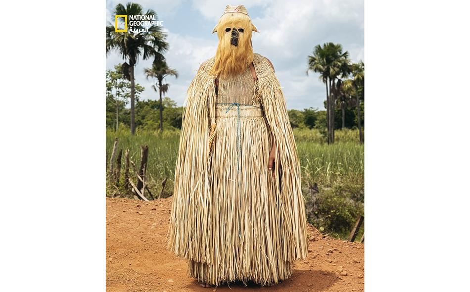"""البرازيل، في جميع أنحاء البلد وفي """"بوا هورا""""، وهي بلدة صغيرة بولاية """"بياوي"""" معروفة بإنتاج السكر، يُحتفَل بـ """"يوم الملوك الثلاثة"""" خلال الأسبوع الأول من العام. يشارك هذا المتنكر -الذي يجسد أحد الحكماء الثلاثة الذين قدموا الهدايا بعد ولادة المسيح- في..."""