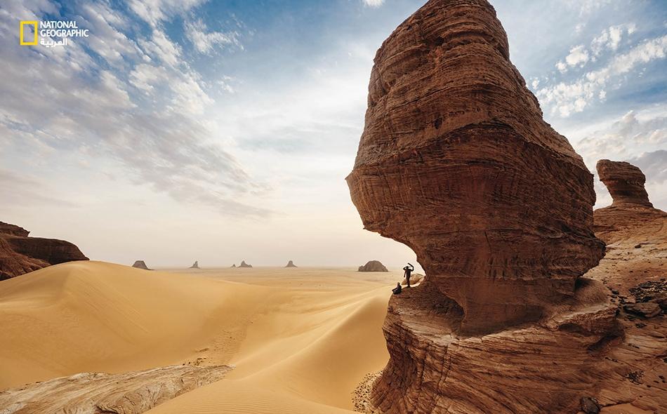 """محمية إنيدي – تشاد، تنتصب هذه الأبراج المكوَّنة من الحجر الرملي الصلب والواقعة في هضبة """"إنيدي"""" في أعماق الصحراء الشمالية الشرقية، لتوفر ملاذًا منيعًا للينابيع المائية ونباتات الواحات، والحيوانات البرية المحاصرة، والنقوش الحجرية القديمة على جدران الأودية."""