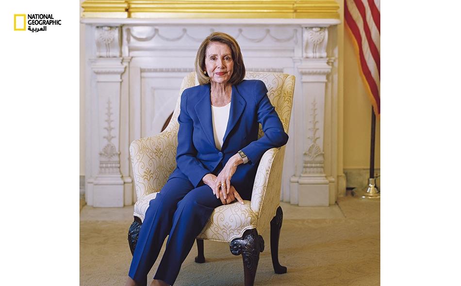 نانسي بيلوسي، نائبة ديمقراطية في الكونغرس عن ولاية كاليفورنيا، شغلت مرتين منصب رئيسة مجلس نواب الولايات المتحدة؛ فكانت أول امرأة تتقلد ذلك المنصب القيادي.