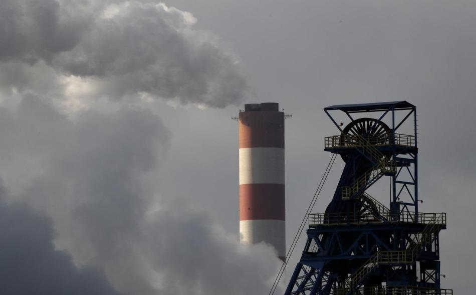 أدى تراجع استهلاك الفحم في الولايات المتحدة وأوروبا بحدة إلى إبطاء النمو المقدر لانبعاثات ثاني أوكسيد الكربون إلى 0.6 بالمئة في عام 2019 مقارنة بنسبة 2.1 بالمئة في العام السابق. وأدى كذلك بطء نمو الطلب في الصين والهند، إلى خفض الاتجاه الصعودي...