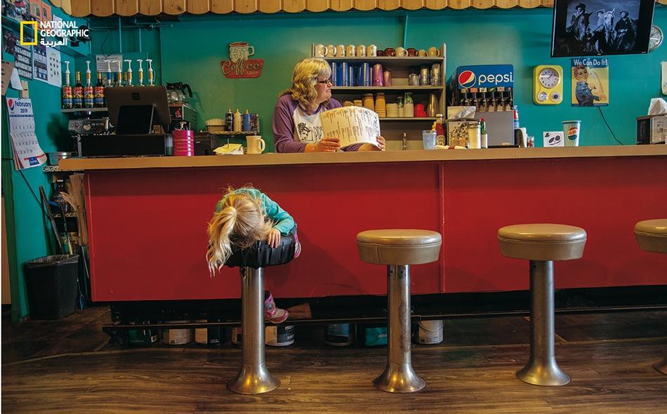 """يحب السكان المحليون الاجتماع لدى مطعم """"بـيـبس داينر"""" في """"ساكو""""، وهي مدينة صغيرة تقع ضمن منطقة """"فيليـبس"""" حيث كانت محمية """"إيه. بي. آر."""" قد اشترت أول أرض لها عام 2004. وقد رحل عن هذه المنطقة أكثر من نصف سكّانها منذ كانت الحيازة الزراعية في أوج ازدهارها..."""