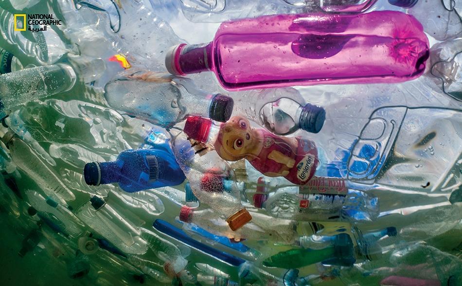 يشار إلى أن إنتاج البلاستيك عالميًا من المواد التي تستخدم لمرة واحدة يبلغ نحو 36 بالمئة والتي لا يتم إعادة تدوير معظمها وتتسبب في تلوث البيئة، كما ينتج العالم أكثر من 400 مليون طن من مختلف أنواع البلاستيك سنويًا. الصورة: راندي أولسون