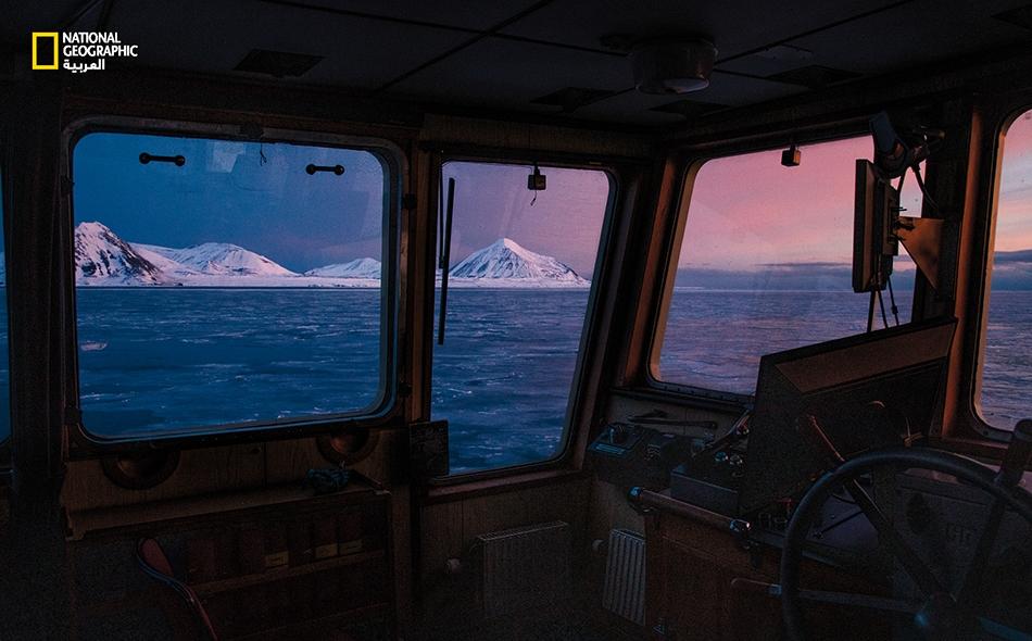 في هذه المنطقة القطبية الشمالية، يتغيّر الجليد والمناظر الطبيعية والطقس والحيوانات البرية تغيُرًا متواصلًا؛ ما يُعدُّ تذكرةَ لنا بأن الحياة تتغيّر في كل مكان.