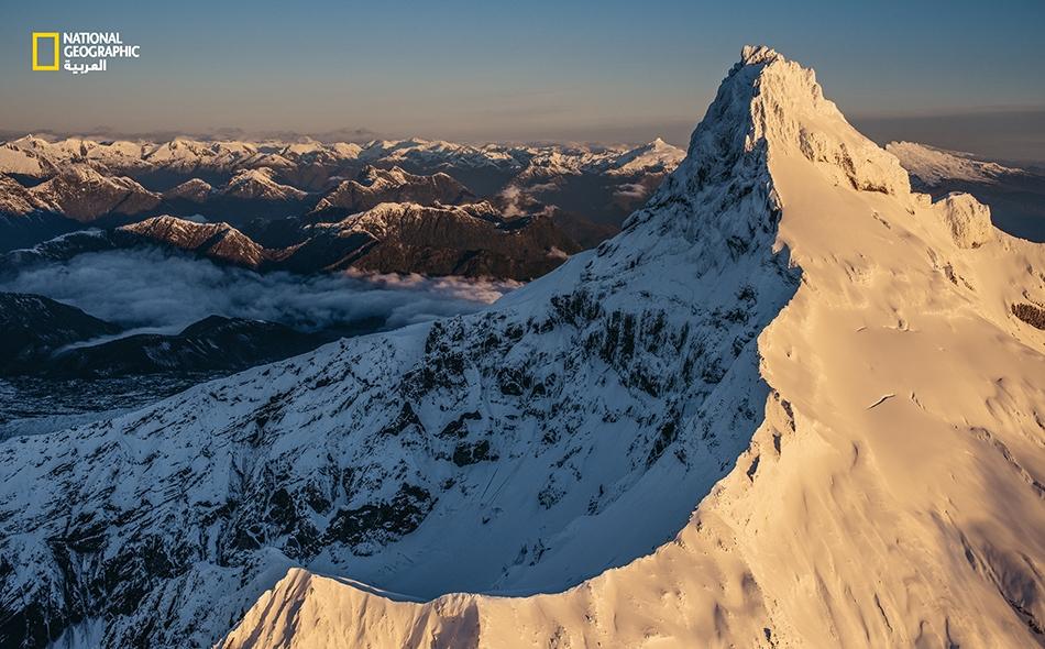 """يطل """"بركان كوركوفادو"""" الشاهق على """"منتزه كوركوفادو الوطني"""" في تشيلي. نجح الراحل """"داغ تومكينز""""، وهو مغامر وخبير في صون الطبيعة، في بلوغ هذه القمة في تسعينيات القرن الماضي."""