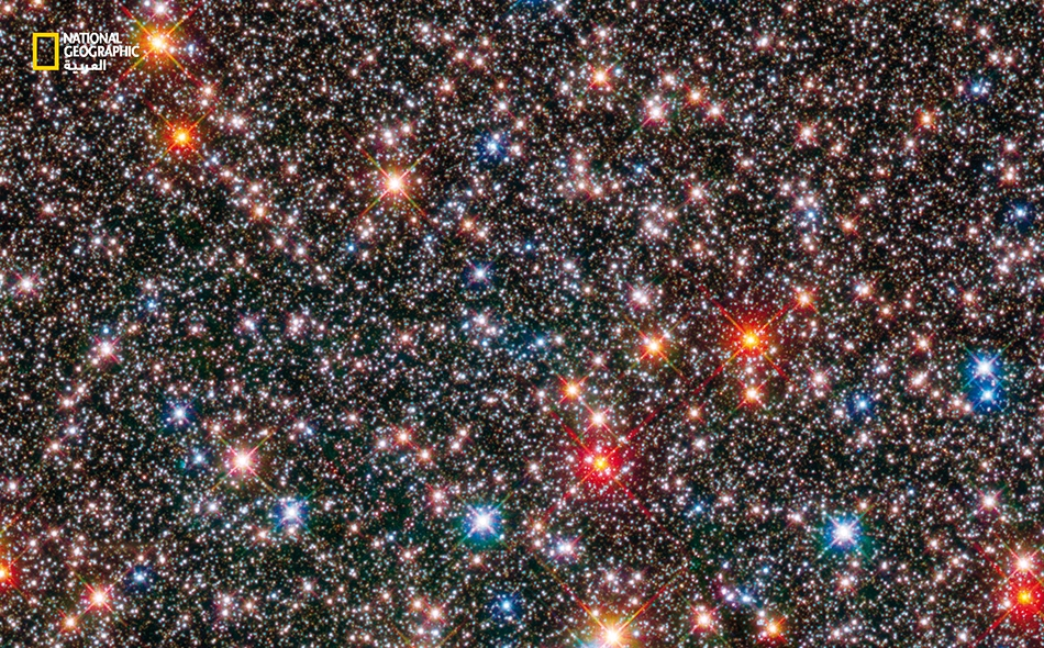 """درس علماء الفلك 10 آلاف نجمة في صور """"هابل"""" لإنجاز هذه الصورة المركّبة وللتعلّم عن تطوّر مجرّة """"درب التبانة"""". والضوء الصادر عن مجرّتنا هو الأحدث إنتاجًا والأكثر إشراقًا في الصورة."""